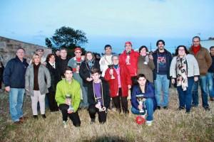 Die Siegerinnen und Sieger des 3. Internationalen Treffen, Silvio Vass in rot in der Mitte